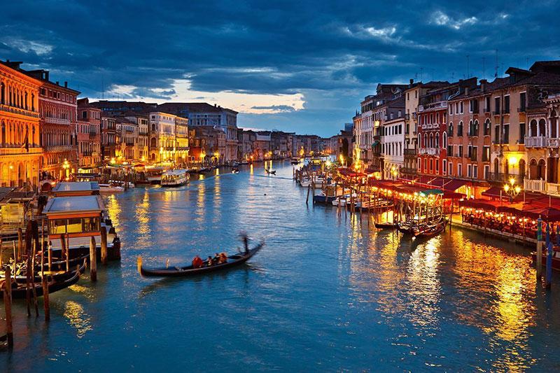 Venezia at night